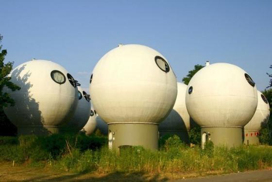 オランダの不思議な建物/ Dziwne budynki w Holandii (Fuji TV)